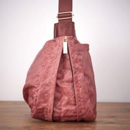 marie claire bis(マリクレール ビス)/底マチが広がる横型ショルダーバッグ 底マチが広がる仕様なので、荷物が増えた際も安心です。