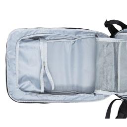 ace.(エース)/TOKYO キャラパック 1気室リュック 内装ファスナーを開くと外ポケットからも本体内部にアクセスが可能に。
