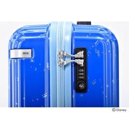 ace.ディズニー映画『ファンタジア』スーツケース 映画に登場するホウキをかたどったファスナートップ。TSAロック搭載です。