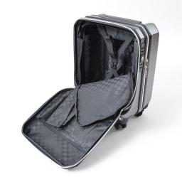 AMERICAN FLYER(アメリカンフライヤー)/ フロントオープン スーツケース キャリーケース・キャリーバッグ フロントポケット部分から本体へのアクセスが可能