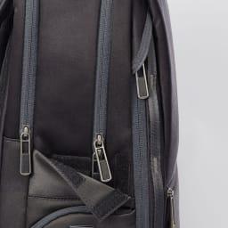 ace.GENE(エース ジーン)/Wシールドパック ビジネスリュック メイン気室とオーガナイザーポケットのファスナーの引き手が隠せる仕様で、簡易的な防犯対策に。