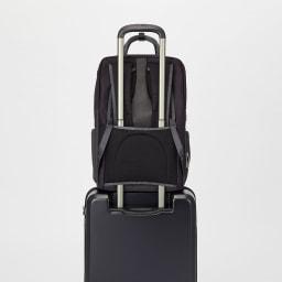 ace.GENE(エース ジーン)/Wシールドパック B4対応 ビジネスリュック 背面にはスーツケースなどのハンドルに通して固定が出来るセットアップ機能を搭載。