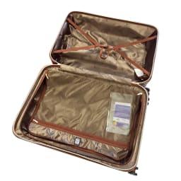 (Lサイズ 100L 4.36kg)Stratic(ストラティック)/「Leather & More」スーツケース|キャリーケース・キャリーバッグ インナーには荷物の破損を防ぐよう、裏地に緩衝剤を縫い付けた光沢感のある軽量ナイロン素材を採用。