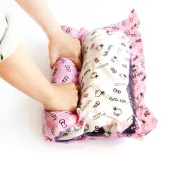 Hello Kitty(ハローキティ)/衣類圧縮袋 スタンダードロゴ(M2枚、L2枚セット) ※使用例