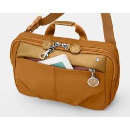 カナナプロジェクト/スクエア型ウエストポーチ(ラベンダーミスト) フロントポケット ※色はオレンジです。