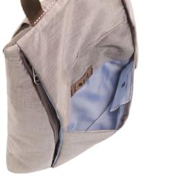 WORLD TRAVELER(ワールドトラベラー)/リンク ワンショルダーバッグ サッと取出したい荷物を入れるのにも便利な前ポケット。