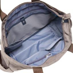 WORLD TRAVELER(ワールドトラベラー)/リンク ボストントート 内装は小物の収納に便利なポケットが。