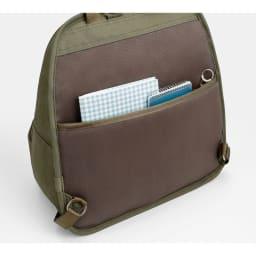 カナナプロジェクト/フリーウェイリュック 小 背面にもポケットがあり、貴重品の管理にも使えます