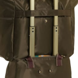 WORLD TRAVELER(ワールドトラベラー)/トラベルトート 背面の帯部分をハンドルに通せばキャリーケースにセットアップが出来ます