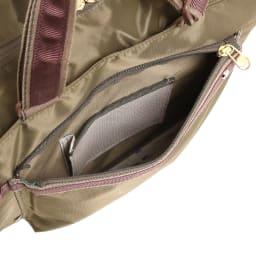 WORLD TRAVELER(ワールドトラベラー)/トラベルトート 前ポケット内にはルームキー専用メッシュポケットを搭載。