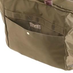 WORLD TRAVELER(ワールドトラベラー)/トラベルトート 館内案内やトラベラーズノートをさっと取り出せる背面ポケット