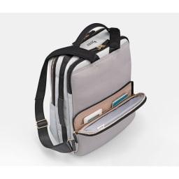 カナナプロジェクト/オン・オフに活躍するパソコン対応2気室リュック 背面ポケット(内装色は写真と若干異なる場合がございます)