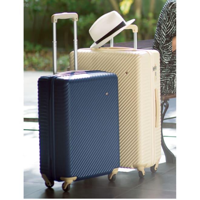 ACE HaNT(ハント) TSAロックスーツケース ストッパー付 75L 4.1kg (イ)アイボリー:向かって右がこちらの75Lタイプです。