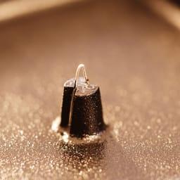 ディレクション・プロダクトデザイン山崎宏/くわな鋳物 蚊やり器|蚊取り器 蚊取り線香は、内側の突起に挿してお使いください。