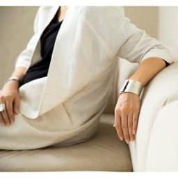NAGAE+(ナガエプリュス)/幅10~60mm TIN BREATH ティンブレス ブレスレット 着用例 幅60mm ナチュラルテイストにも相性◎