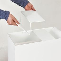 FRAMES&SONS(フレームズアンドサンズ)/SLANT ダストボックス45L(2分別対応可) 上面部:上蓋を取り外せばゴミ袋のセットもスムーズ。上蓋は2つに分かれています