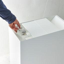 FRAMES&SONS(フレームズアンドサンズ)/SLANT ダストボックス45L(2分別対応可) ゴミ投入口はあえて斜めにし、パッと見でゴミが見えないよう工夫。2分別としても使用可能