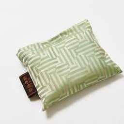 創業1866年槙田商店/傘生地エコバッグ ジャガート織 サークル&ライン柄 使わないときはコンパクトに収納。バッグにさっと入ります。