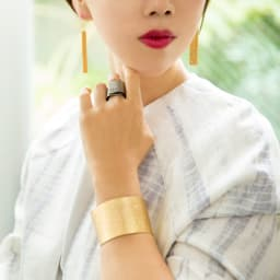 NAGAE+(ナガエプリュス)/TIN BREATH ティンブレス ブレスレット ゴールド色 リングシルバー色は商品番号:N53057~9になります。左腕:40mmゴールド