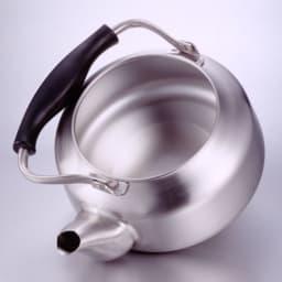 Sori Yanagi(柳宗理)/ステンレスケトル つや消し|やかん 中に手が入るからしっかり洗えます。