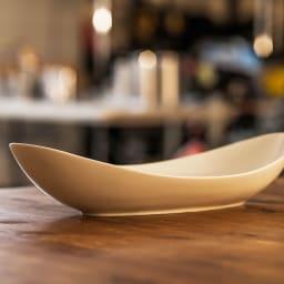 ARITA PORCELAIN LAB(アリタ・ポーセリン・ラボ)/楕円皿(大)hakuji/白磁|有田焼 なめらかなカーブが美しい楕円皿