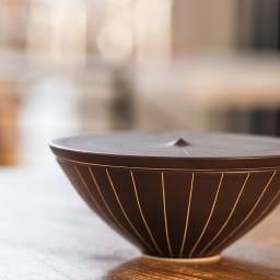 ARITA PORCELAIN LAB(アリタ・ポーセリン・ラボ)/蓋物(大)sabi/錆十草 有田焼 側面から見ても美しい器