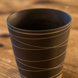 ARITA PORCELAIN LAB(アリタ・ポーセリン・ラボ)/泡立ちロックカップ(ロックグラス)sabi/錆|有田焼 ア:錆線紋 有田焼の伝統技法である「掻き落とし」の手法によって錆釉を引っ掻き削り取ることで作りだされた器