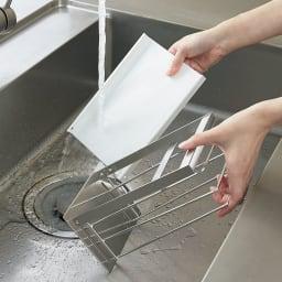 FRAMES&SONS(フレームズアンドサンズ)/丸洗いできるまな板&包丁スタンド 大サイズ カバーは取り外し可能。丸洗いできていつでも清潔(付属のネジで固定も可。一度取り付けると取り外しにくい構造)。