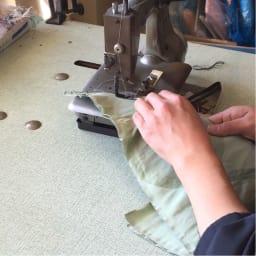 創業1866年槙田商店/ジャカード織 長傘(雨傘) kirie(キリエ)更紗 中縫い:三角形の小間を1枚1枚ミシンで縫製していきます