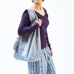 創業1866年槙田商店/傘生地エコバッグ ジャガート織 サークル&ライン柄 肩紐は幅が広いから荷物で肩への食い込みも軽減できます