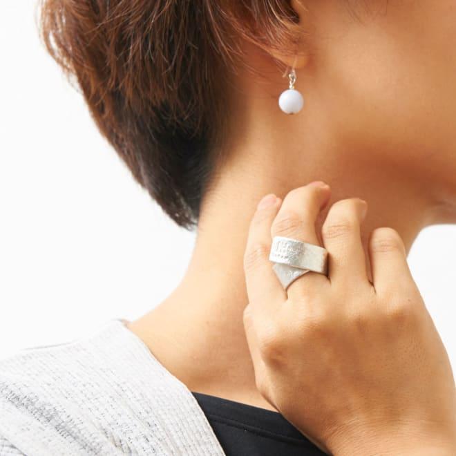 NAGAE+(ナガエプリュス)/TIN BREATH Ring ティンブレスリング シルバー色 着用例