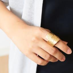 NAGAE+(ナガエプリュス)/TIN BREATH Ring ティンブレスリング ゴールド色 着用例