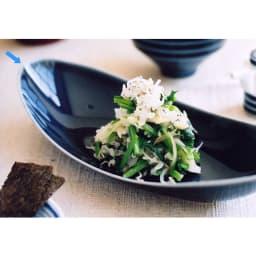 ARITA PORCELAIN LAB(アリタ・ポーセリン・ラボ)/楕円皿(小)sumi/墨ルリ|有田焼 一人用の主菜、副菜皿としてはもちろん、前菜をちょこんと盛ったり、2人分のサラダなどの盛り鉢に、また、1~2点のお刺身を盛りつけるなど、ふだんの食卓で多用使いできる一皿 *こちらの画像は光の加減で実物より明るいトーンになっています