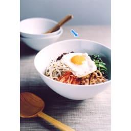 ARITA PORCELAIN LAB(アリタ・ポーセリン・ラボ)/なぶり鉢(大)hakuji/白磁|有田焼 深鉢は容量も大きく、4~5人分の煮物や何気ないサラダ、混ぜごはん、そうめんなどがたっぷり入れられます