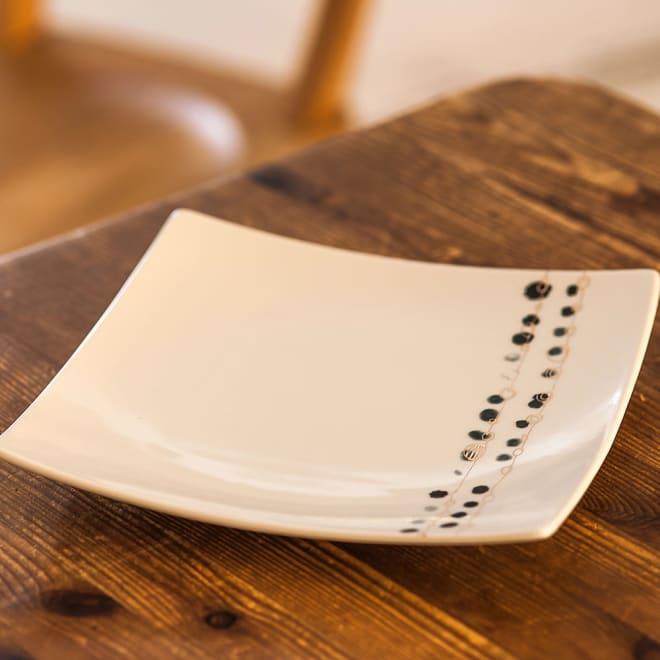 ARITA PORCELAIN LAB(アリタ・ポーセリン・ラボ)/正方皿(中)|有田焼 ウ:墨銀水玉…1~2人分の主菜皿として、またサラダなどの副菜などにお使いいただけます
