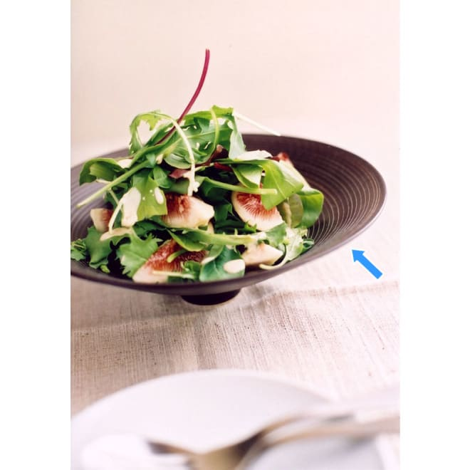 ARITA PORCELAIN LAB(アリタ・ポーセリン・ラボ)/盛鉢 sabi/錆(錆千段)|有田焼 ツバ広の帽子を思わせるようなデザインが特徴の盛鉢にはサラダなどのグリーンが盛り映えます