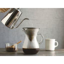 KINTO スローコーヒースタイル コーヒーカラフェセット600ml ステンレスパンチフィルターは目が細かくコーヒーをゆっくり抽出してくれます。