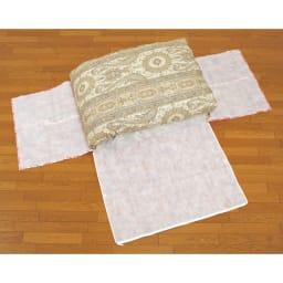 羽毛布団収納袋 シングルFC柄 収納袋を広げて真ん中に羽毛布団を置きます