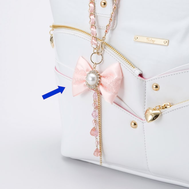ロマンティックスィート バックチャーム 淡いリボンの中央のプラパールがアクセントのバッグチャーム。