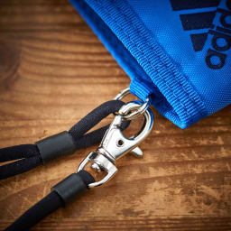 adidas(アディダス)/ウォレットコード付 かぶせ財布 ウォレットコード付きなので、カバンやベルト通しに繋げておけば紛失防止になります。
