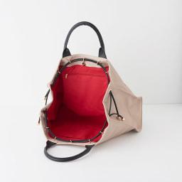 ワチャマコリ トラベルボストンバッグ 上部の紐を調整することで、形とサイズも変形します。