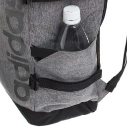 adidas(アディダス)/スクエアリュック ペットボトルなども入るサイドポケット