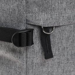 adidas(アディダス)/スクエアリュック パスケースや鍵をつなげておけるキーリングも付属。