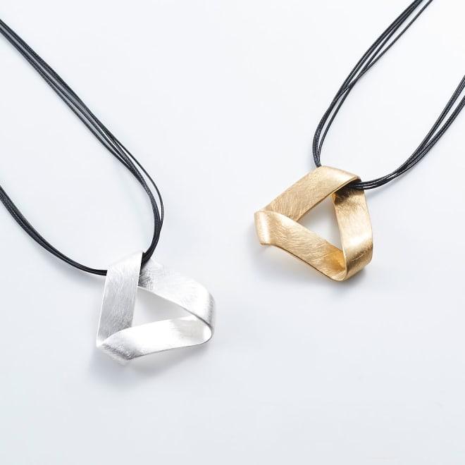 メタルモチーフネックレス/トライアングル (イ)ロジウム、(ア)ゴールド