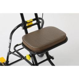 カインドケア/軽快KウォーカーⅢS 座面付きなので疲れたら腰掛けることができます