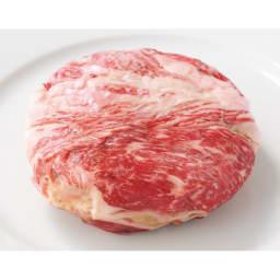 北海道産 牛霜降り肉巻ハンバーグ (8食) 巻いた肉が肉の旨みとたっぷりの肉汁をとじこめます。