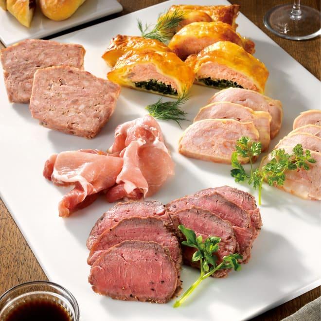 「神戸ハング」オードブルパーティーセット 【通常お届け】 盛り付け例…上から時計回りに、サーモンパイ、鶏肉の海老詰めロースト、ローストビーフ(ソース付き)、生ハム、パテドカンパーニュ
