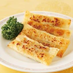 陳建太郎 手巻き棒餃子 (4個×8袋) 【調理例】手巻きのこだわり、ジューシーな餡を閉じ込めました。食べやすい棒餃子です。
