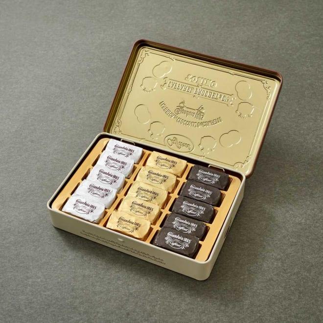 Caffarel/カファレル ジャンドゥーヤ・クインディチ (15個)【通常お届け】 品位を証明する紋章を使用し落ち着いだデザインに仕上げた缶の中には、ジャンドゥーヤをたっぷりアソートしました。