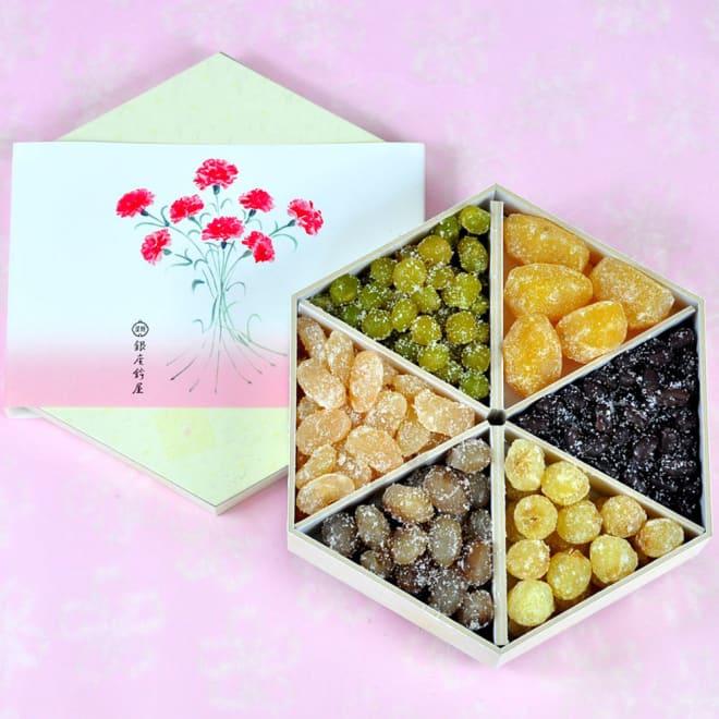 【母の日ギフト】銀座鈴屋 華やぎの母の日詰め合わせ 見た目も華やかな六種類の甘納豆を、おめでたい六角亀甲形の函に彩りよく詰合せました